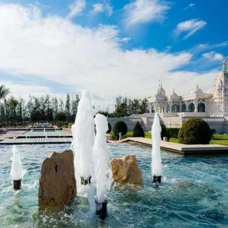 Hindu from fountain.jpg